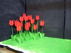 Tulipanes realizados en cartón pluma