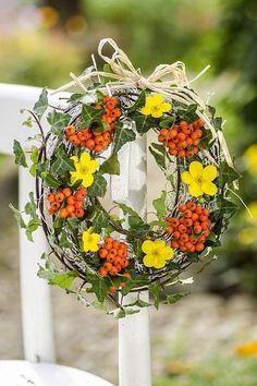 Hlohyně ozdobí zahradu stejně jako interiér– Novinky.cz Floral Wreath, Wreaths, Autumn, Inspiration, Winter, Home Decor, Biblical Inspiration, Winter Time, Floral Crown