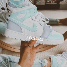 Cute Nike Shoes, Cute Nikes, Cute Sneakers, Nike Air Shoes, Cute Nike Outfits, Nike Shoes For Women, Shoes Sneakers, Kd Shoes, Nike Socks