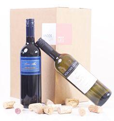 Vinoos.nl - Altijd lekkere wijn in huis! Een heerlijk gevarieerde box met voor ieder wat wils! In deze box zitten 3 verschillende frisse, lichte witte wijnen en 3 verschillende soepele rode wijnen. Heel fijn om op voorraad te hebben voor als je gewoon zinhebt in een lekker glas wijn! Kortom, gewoon heel erg prettig!  Op het proefblad dat bij de wijnbox is inbegrepentref je naast beschrijvingen van de wijn ook de volgorde van drinken aan. Leuk voor een thuisproeverij!