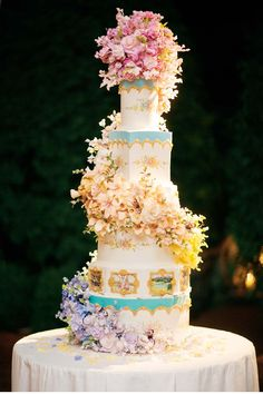 Amazing cake created by  @Sylvia Weinstock  for #DylanLauren's wedding  http://www.cecinewyork.com/cecistyle/issue/v88/