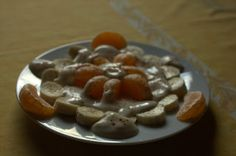 Savanna gab ihrem Frühstück bestehend aus Yofu und Früchten mit Zimt einen weihnachtlichen Touch