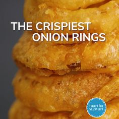 The Crispiest Onion Rings Video Thomas Joseph shows you how to create crispy, old-fashioned onion rings that are deep fried to golden perfection. It's an easy recipe that comes out delicious every time. - The Crispiest Onion Rings Homemade Onion Rings, Easy Onion Rings Recipe, Diy Onion Rings, Baked Onion Rings, Beer Battered Onion Rings, Batter For Onion Rings, Beer Battered Cod, Battered Fish, Super Bowl Essen
