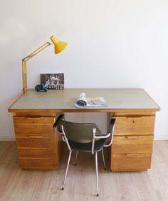 Industrieel houten Philips bureau. Stoere vintage/retro werkplek   Toffe meubels   Flat Sheep