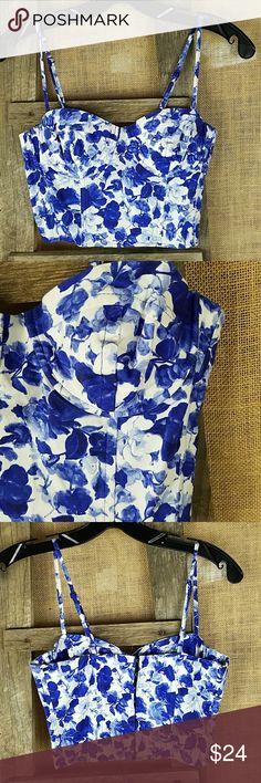"Topshop women's 4 floral bralette corset crop top Topshop women's 4 floral bralette corset crop top, 97% cotton, 3% elastane.  Bust side to side: 14"" Waist side to side: 13"" Topshop Tops Crop Tops"
