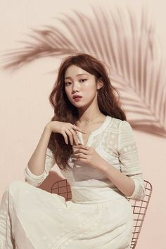 The palm branch silhouette 😍😍😍 Korean Beauty, Asian Beauty, Korean Girl, Asian Girl, Lee Sung Kyung, How To Pose, Korean Actresses, Shows, Korean Model