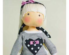 Susie - bambola di pezza fatta a mano - da AnneCorner