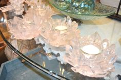 Our acrylic quartz-style tea lights are sure to add sparkly reflections for a dramatic and romantic light setting.