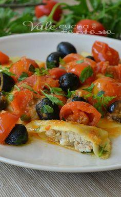 Ravioli ripieni di branzino con olive nere e pomodorini pachino