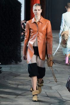 Loewe | Ready-to-Wear - Spring 2019 | Look 1 Fashion Brands, Fashion Show, Loewe, Work Wear, Ready To Wear, Street Wear, Runway, Feminine, Leather Jacket