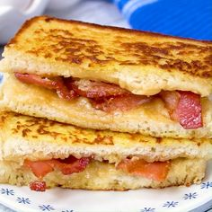 Stuffed French Toast Bacon Stuffed French Toast is such an amazing breakfast!Bacon Stuffed French Toast is such an amazing breakfast! Plats Healthy, Good Food, Yummy Food, Breakfast Dishes, Breakfast Casserole, Bacon Breakfast, Breakfast Sandwiches, Breakfast Pancakes, Breakfast Healthy