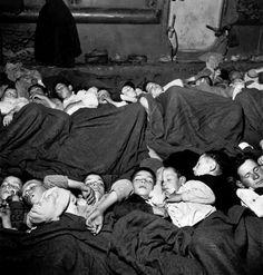 DAVID SAYMOUR ΕΛΛΑΔΑ 1948. Ο ΕΜΦΥΛΙΟΣ ΠΟΛΕΜΟΣ ΣΤΕΓΑΣΤΗ ΣΕ ΠΡΟΣΩΡΙΝΑ ΚΑΤΑΛΥΜΑΤΑ ΣΤΑ ΟΠΟΙΑ ΣΥΝΥΠΗΡΧΑΝ 3-4 ΟΙΚΟΓΕΝΕΙΕΣ.