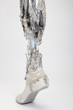 Crystalized leg created by Sophie de Oliveira Barata and photographed by Omkaar Kotedia. This prosthetic is part of The Alternative Limb Project. Utterly beautiful and unapologetic for being a prosthetic, which I really like. Mode Inspiration, Character Inspiration, Character Design, Design Inspiration, The Wicked The Divine, Prosthetic Leg, Alternative Art, Ex Machina, Lunar Chronicles