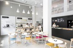 À Milan, Moleskine a ouvert son tout premier lieu qui mélange plusieurs éléments : café, galerie d'art, magasin et librairie. Ce lieu très complet a une ambition très simple : devenir le lieu…