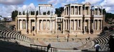 Otro teatro que encontramos en España es este, el teatro de Mérida. #RomaEnEspaña pic.twitter.com/WjpFKWuWIT