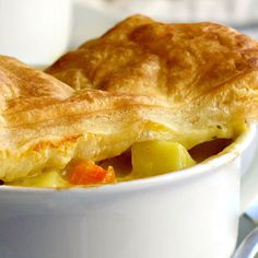 Chicken Pot Pie with Puff Pastry - Pinch and Swirl Chicken Pot Pie Recipe Puff Pastry, Chicken And Pastry, Best Chicken Pot Pie, Puff Pastry Recipes, Tasty Videos, Food Videos, Twisted Recipes, Bulgarian Recipes, Cooking Recipes