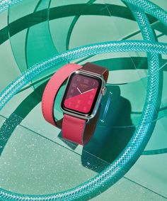 A first look at the Hermès Series 4 Apple Watch which was debuted today at the Apple Event in Cupertino. Apple Watch Iphone, New Apple Watch, Apple Watch Series 3, Hermes Apple Watch, Hermes Watch, Bordeaux, Hermes Orange, Iphone Stand, Swiss Army Watches