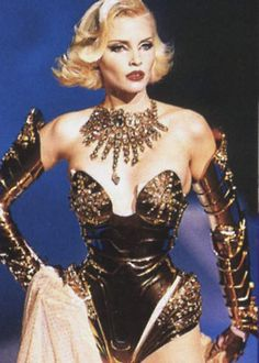 Nadja Auermann, Thierry Mugler F/W 1995 this chick was lady gaga before she was...