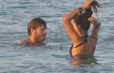 Kıvanç Tatlıtuğ ve sevgilisi Başak Dizer halk plajında