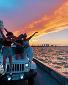 Pin by sophie on florida summer pictures, bff pictures, summer photos. Photos Bff, Best Friend Photos, Best Friend Goals, Bff Pics, Jeep Photos, Lake Photos, Travel Photos, Beach Aesthetic, Summer Aesthetic