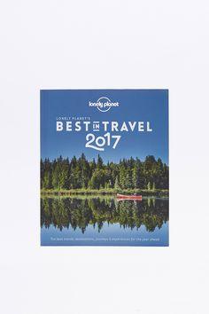 quality design b8af5 ef732 Achetez vite Lonely Planet - Livre Best in Travel 2017 sur Urban  Outfitters. Choisissez parmi