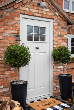 Elegant composite doors from Endurance. Try our online door designer. Cottage Front Doors, House Front Porch, Cottage Porch, Front Porch Design, House Entrance, 1930s House Exterior, Dream House Exterior, Composite Front Door, Edwardian House