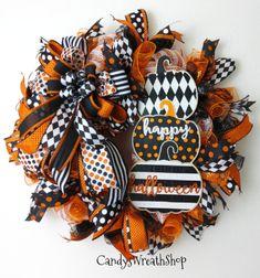 Halloween Fabric Crafts, Halloween Mesh Wreaths, Halloween Frames, Halloween Yard Decorations, Deco Mesh Wreaths, Halloween Candy, Holiday Wreaths, Halloween Pumpkins, Fall Halloween