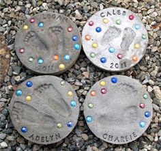 Kid Footprint Stepping Stones, Creative Stepping Stone Ideas, http://hative.com/creative-stepping-stone-ideas/,