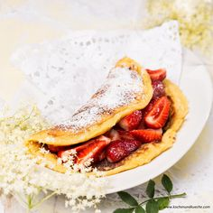 Hollerblütenomelett mit Erdbeerragout Ethnic Recipes, Food, Whole Wheat Flour, Cooking Recipes, Meal, Essen