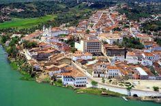 Penedo é um município brasileiro do estado de Alagoas localizado ao sul do estado, às margens do Rio São Francisco. O nome Penedo originou-se de uma grande pedra. O povoado foi fundado por Duarte Coelho Pereira.