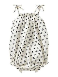 baby girl clothes from gap are THE cutest thing.