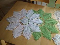 Crochet Leaf Patterns, Crochet Leaves, Crochet Designs, Crochet Doilies, Crochet Flowers, Crochet Flower Tutorial, Filet Crochet, Lamps, Projects To Try