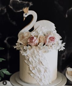 This swan cake is so sweet and darling!- See More Swan Cakes on B. Lovely Events