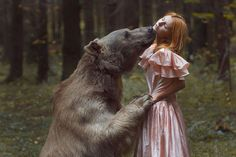 What you're about to see is not Photoshop – Moscow-based Russian photographer Katerina Plotnikova created these stunning images with the help of real live animals! Surrealism Photography, Art Photography, Inspiring Photography, Photography Gallery, Contemporary Photography, Contemporary Art, Foto Fantasy, Surreal Photos, Surreal Portraits