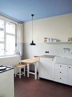Bauhaus Interior, Brick Architecture, Interior Architecture, Interior Design, Bauhaus Style, Bauhaus Colors, Küchen Design, Kitchen Stories, Small Living