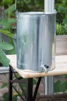 Water tank in zinc - granit Outdoor Projects, Outdoor Decor, Hunting Cabin, Outdoor Bathrooms, Lake Cabins, Camper Interior, Summer Kitchen, Water Tank, Simple House