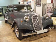 Vintage Cars, Antique Cars, Traction Avant, Citroen Traction, Automobile Companies, Car Car, Peugeot, Classic Cars, Deco