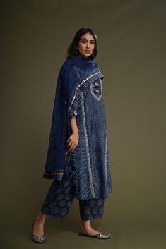 Silk Kurti Designs, Kurta Designs Women, Kurti Designs Party Wear, Blouse Designs, Pakistani Dresses, Indian Dresses, Indian Outfits, Pakistani Clothing, Indian Attire