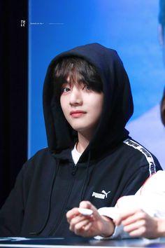 kim taehyung (v) bts puma 2018 fansign