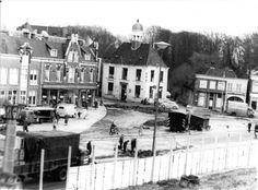 De bouw van Hema en Vroom en Dreesman. Op de achtergrond het Verkeershuis. | Mijn Stad Mijn Dorp