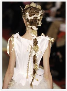 * Gilt-y Pleasures * Save your minimalism for Monday...It's the weekend- love it with excess! Happy Fishtail Friday