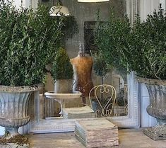 French Country Home. Love this French mirror and urn. by fern French Country Living Room, French Country Cottage, French Country Style, Cottage Style, Country Chic, Country Kitchen, Rustic Style, French Decor, French Country Decorating