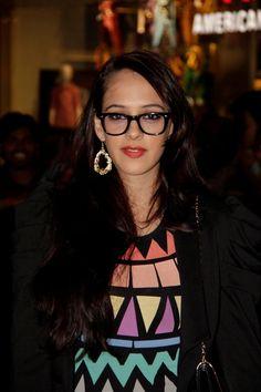 Hazel Keech at Dabangg-2 Premiere.