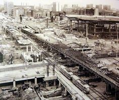 Warsaw under construction, 1973 Cities, Poland History, Civil Engineering, Under Construction, Travel Goals, Holiday Destinations, Time Travel, Old Photos, Paris Skyline
