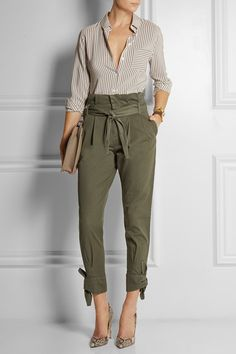 Band of Outsiders - Cotton tapered pants Army-green cotton Concealed hook and zip fastening at front Green Pants Outfit, Army Green Pants, Olive Green Pants, Pantalon Cargo Kaki, Kaki Pants, Cargo Pants, Paperbag Hose, Paperbag Pants, Basic Fashion