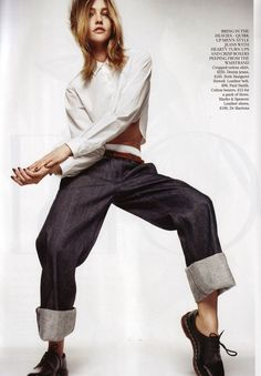 // Margaret Howell. Tags: barefoot style, blonde, blouse, elegance, footwear, girl, jeans, loafers, look women, no socks, Sasha Pivovarova, sexy, shoe, sockless feet, white shirt, without socks, без носков, босиком, джинсы, на босу ногу, на голую ногу,  Саша Пивоварова, туфли