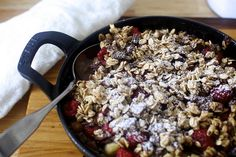 chocolate oat crumble with raspberries and pears [smitten kitchen] Just Desserts, Delicious Desserts, Fruit Crumble, Raspberry Crumble, Chocolate Oats, Raspberry Chocolate, Biscuits, Breakfast Recipes, Dessert Recipes