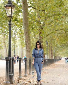 Já falei que amo Londres? E que amo jeans? E que amo macacão?? Pois olha isso tudo junto! O look de hoje é @carolbassibrand que na sua nova coleção de verão 2017 está ARRASANDO na alfaiataria e shapes modernos e minimalistas. Amo tudo da marca! Esse macacão já está à venda na @shop2gether. É ou não é minha cara??? 😍😍😍#carolbassibrand #carolbassi #fhitslondon #fufuemlondres #LFW @fhits 📸 @viegasjoao