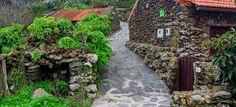 Tiñor, el pueblo mas pequeño - El Hierro Sidewalk, Patio, Outdoor Decor, La Gomera, Iron, Islands, Traditional House, Nightlife, Canary Islands