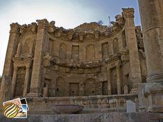 Nymphaeum  Este tipo de fonte era comum em cidades romanas e proporcionavam uma sensação refrescante. A fonte ornamental de Nymphaeum foi dedicada às Ninfas.